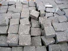 колото-пиляна гранітна бруківка
