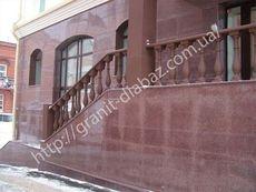 гранітні цоколя приватного будинку